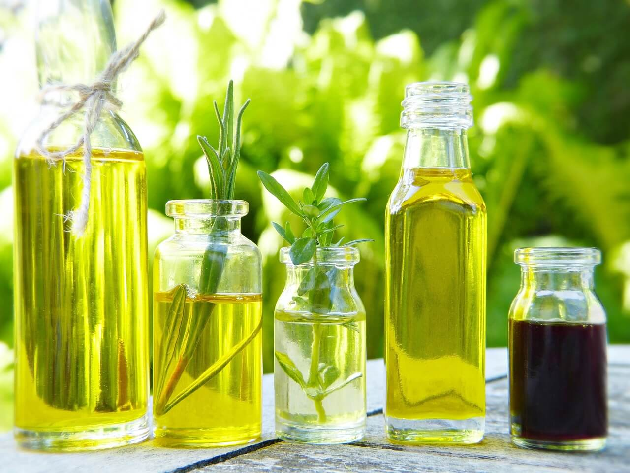 Öle für Schwangerschaft, Geburt, Stillzeit und Baby - Aromakunst