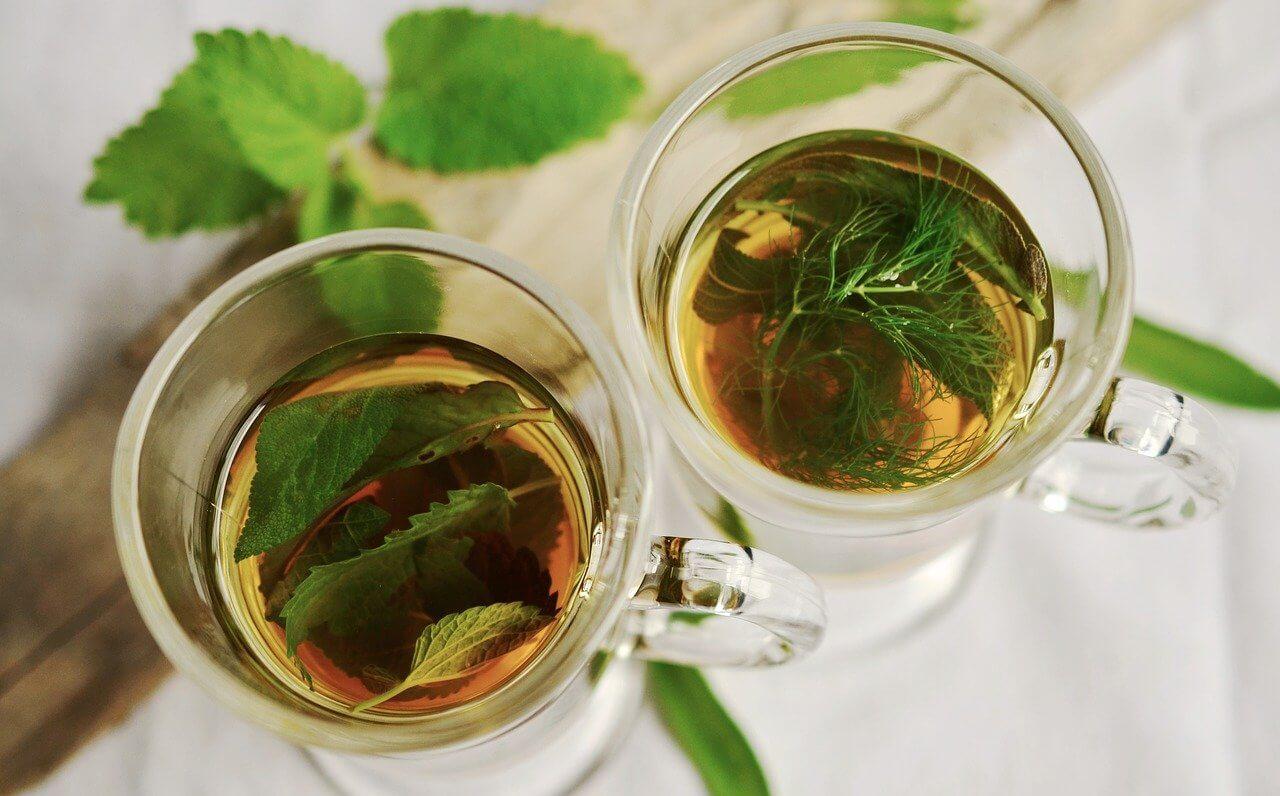 Tees für Wochenbett und Stillzeit - Aromakunst